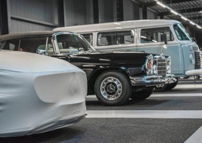 SMLCarGroup Empfang_Unsere Leidenschaft gilt den Legenden – egal ob Oldtimer, Youngtimer oder Luxussportwagen. Das ist die SML CarGroup-Welt. Für außergewöhnliche Fahrzeuge schlägt unser Herz!