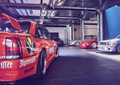 Fahrzeugeinlagerung Einlagerung Autos Oldtimer Youngtimer Sportwagen Luxussportwagen Einstellplätze Sichere Unterbringung Garage