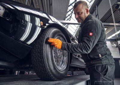 Fahrzeugaufbereitung Autoaufbereitung Oldtimer Aufbereitung Lichttunnel Versiegelung Keramikversiegelung Polieren Politur Autopflege Fahrzeugpflege Lackschutz