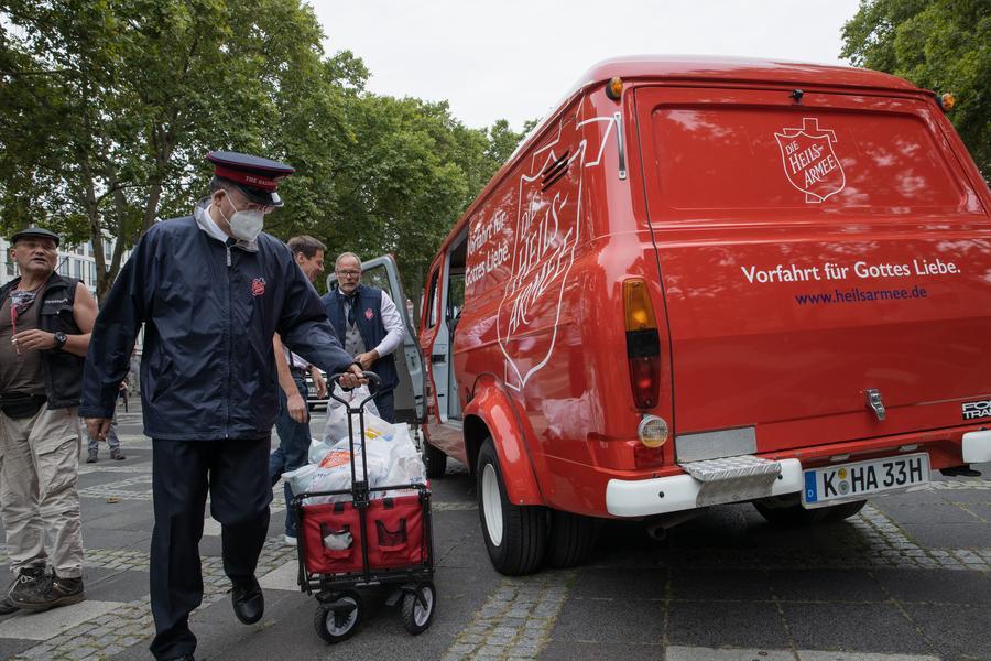 Heilsarmee Köln Transit Ford Obdachlosenhilfe Neumarkt